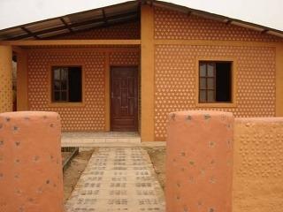 unikátny dom z coca-colových