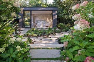 záhradný pavilón na večer