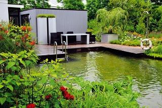 Prírodne ladená záhrada sa