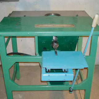 Drevoobrábací stroj