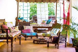 Inšpiráciu vexotike našli aj moderné značky. Do textílií alebo tapiet pretavené tradičné exotické vzory aremeslá sú vhodné na skombinovanie soriginálnymi kúskami. Produkty zkolekcie Jardin Bohème značky Harlequin predáva CYMORKA interior design.
