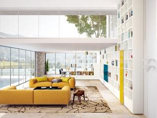 Využitá výška. Vo vysokých (otvorených) priestoroch sa priam pýta využiť celú výšku miestnosti. Otvorené police doplnia uzavreté skrinky, prípadne časť z nich možno prekryť posuvnými dvierkami v akcentujúcej farbe – petrolejovej alebo curry (nábytková zos