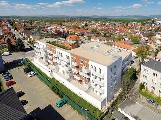 Polyfunkčný bytový dom Zelené átrium je nielen prvou pasívnou bytovkou na Slovensku, ale sleduje aj ďalšie trendy, ktoré sa knám spoza hraníc ešte len dostávajú.