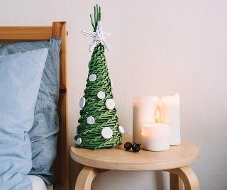 Pletený papierový stromček navodí