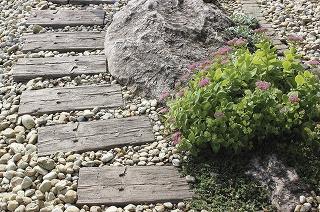 Záhradný chodník z podvalových