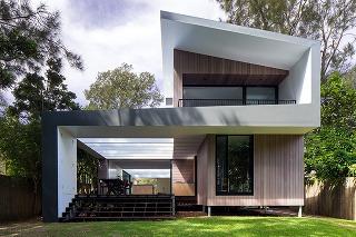 Variabilný letný dom: Sklenené steny sa dajú úplne otvoriť!