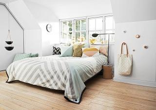 PRÁZDNE STENY SA DAJÚ ŠIKOVNE VYUŽIŤ tak, že na ne namontujete vešiaky rôznych tvarov, farieb a veľkostí a zavesíte na ne to, čo chcete mať vždy poruke. Prípadne spustite zo stropu retiazku s košíkmi, do ktorých uložíte malé, ale potrebné drobnosti.