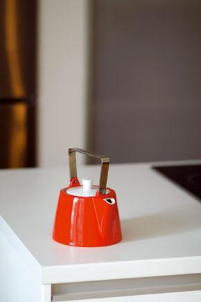 Čajník na červeno patrí