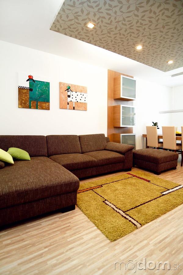 Aby striedmy moderný interiér