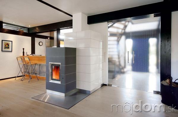 Moderná akumulačná kachľová pec