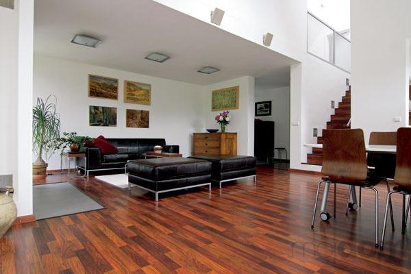 Neutrálny čistý interiér pôsobí štýlovo v spojení s