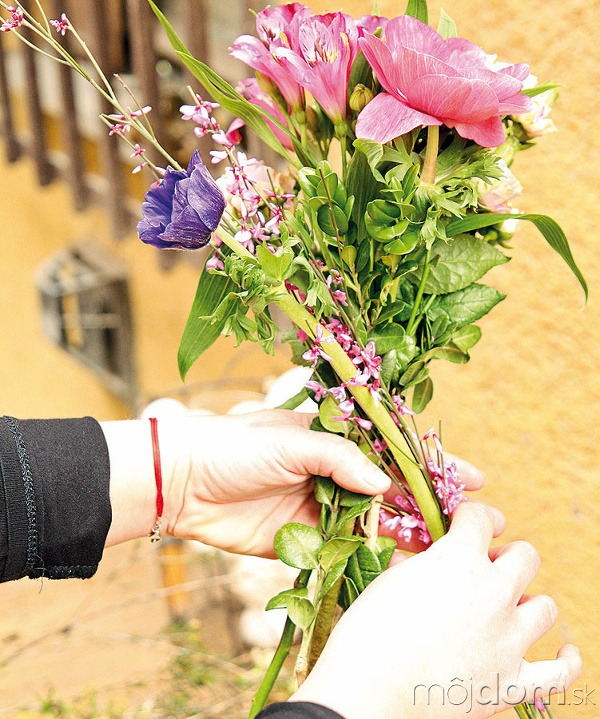 Zkvetov uviažte kyticu. Jednotlivé