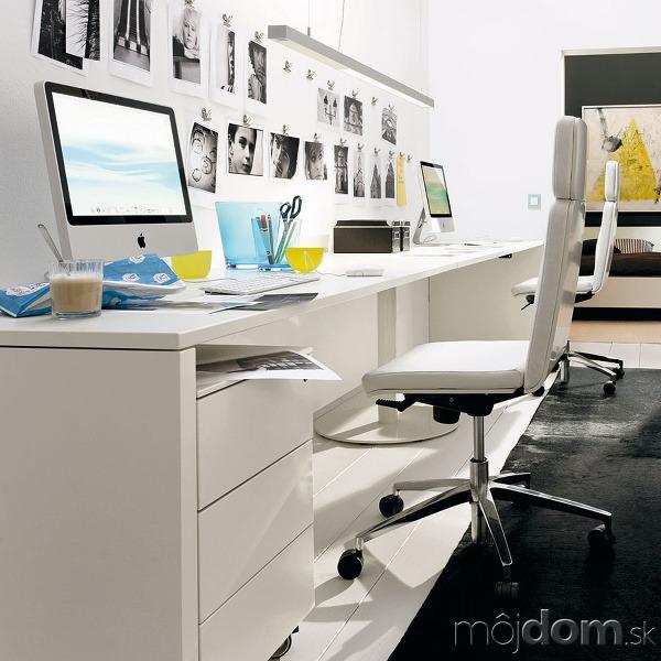 Praktický nábytok doplnený úložnými