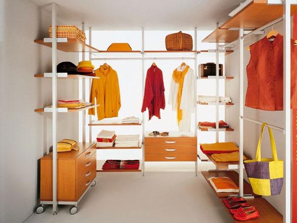 Keď šatníková miestnosť, tak s plnou výbavou: úložný systém
