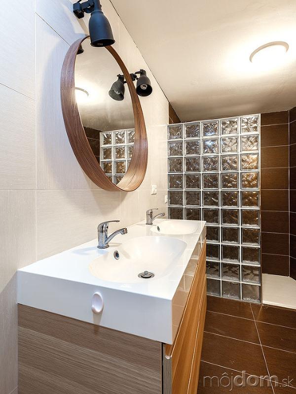 Praktická kúpeľňa na prízemí.