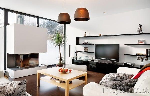Kombinácia svetlého atmavého dreva