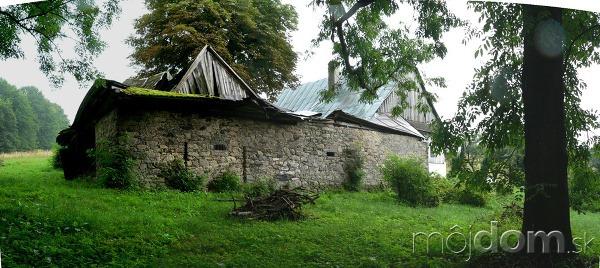 Zrubová chalupa v Českomoravskej