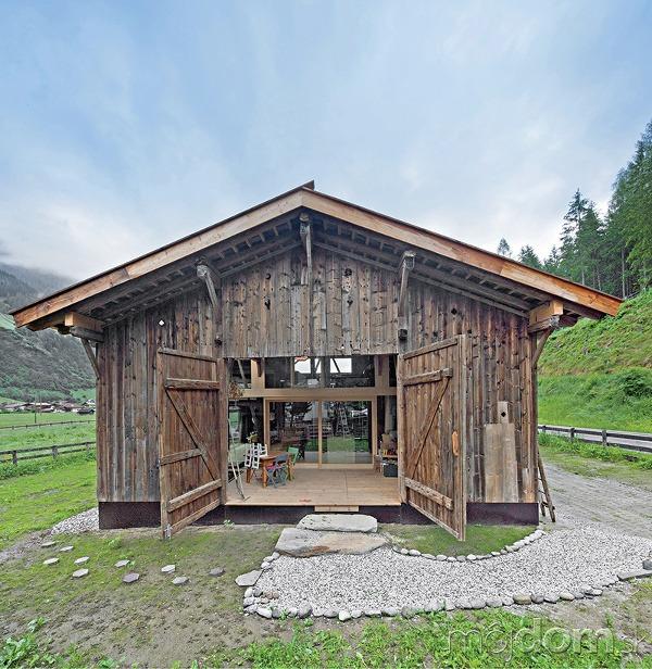 150-ročnú stodolu preniesli a