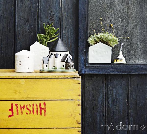 Nástenný kvetináč vtvare domčeka