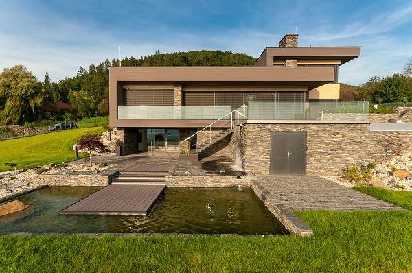 8 moderných fasád na