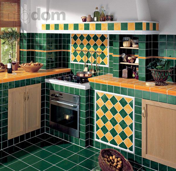 Vhodným tvarovaním steny a kuchynskej linky ako aj použitím