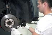 Po každej výmene inšpektori Toptestu rozobrali brzdy a posúdili kvalitu opravy.