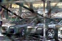 Požiar 12 luxusných áut
