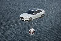 Nový Jaguar XF sa predstavil nad Temžou v Londýne