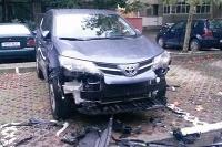 Toyota RAV4 dotrhaná psami