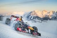 Red Bull RB 7 na snehu