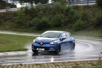 TEST 2016 Letné pneumatiky 185/65 R15 sa testovali na Renaulte Clio