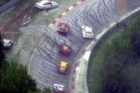 Búrka prerušila preteky na Nürburgringu