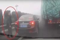 Prechádzal sa po diaľnici pri reťazovej nehode