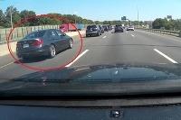 BMW 3 vrazilo do SUV na diaľnici