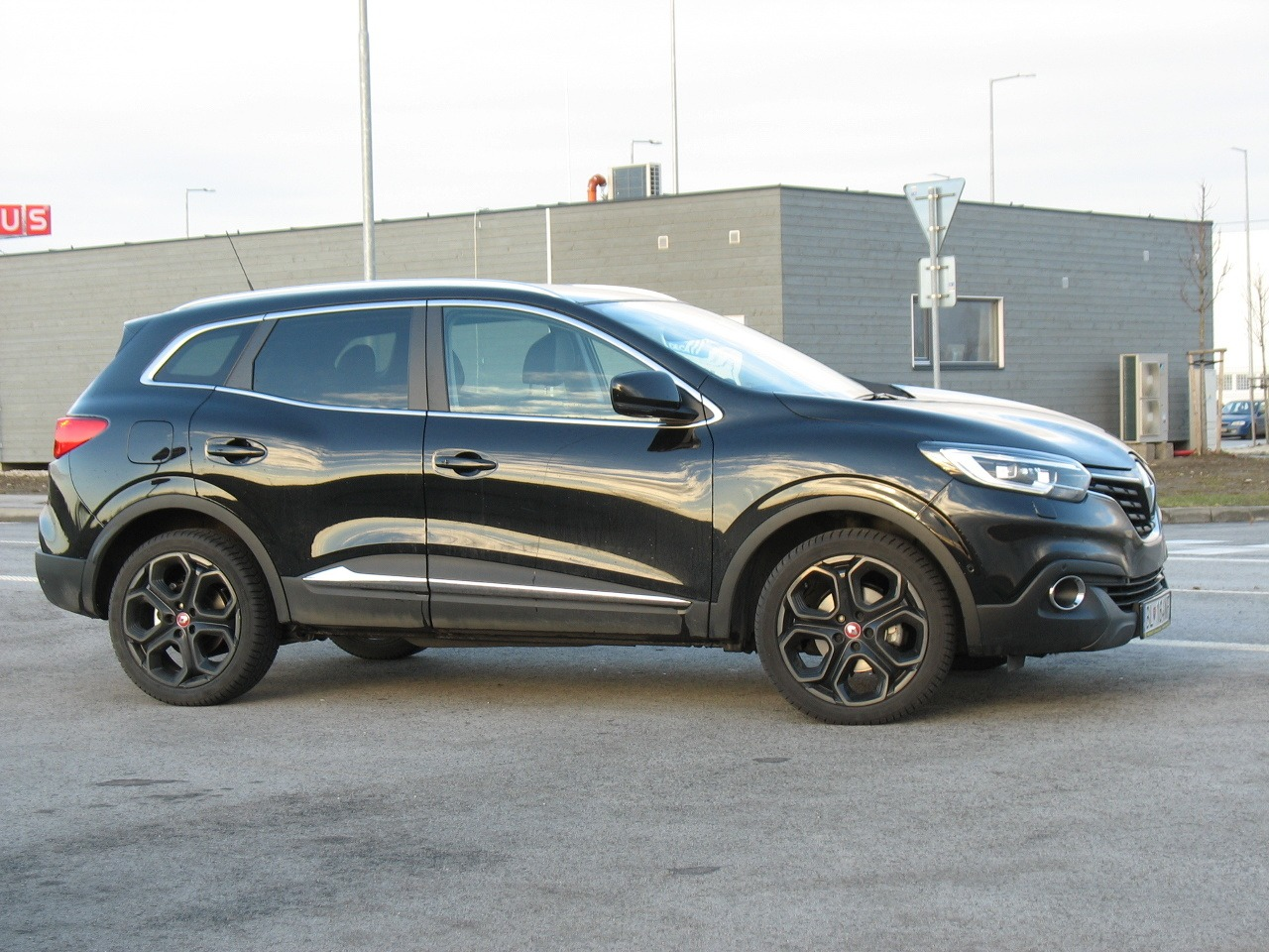 test renault kadjar 1 2 tce 130 edc night day ierne na bielom foto gal ria. Black Bedroom Furniture Sets. Home Design Ideas