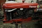Traktor Terror so zabudovaným