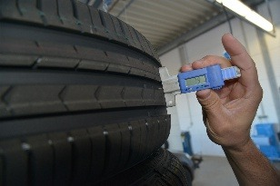 Hĺbka dezénu letnej pneumatiky