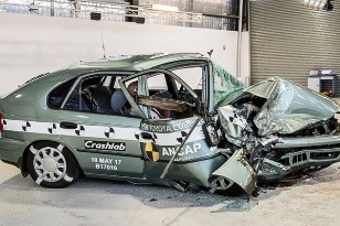 crash test Corolla 1998