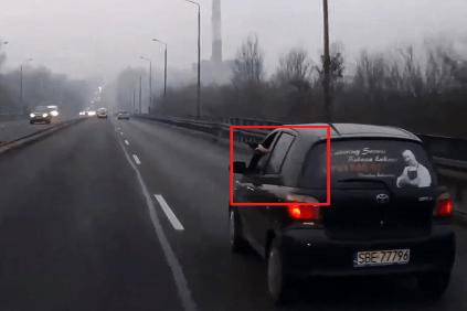 VIDEO: Poliak vybrzďoval druhého vodiča. Keď to nepomohlo, začal strieľať!