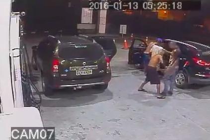 Deti s pištoľami v