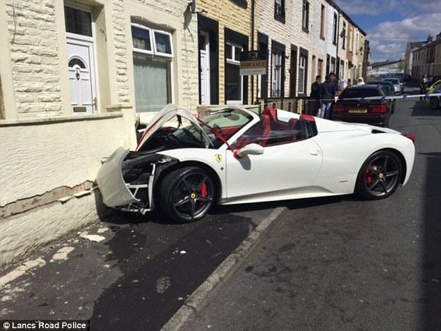Ferrari skončilo v múre