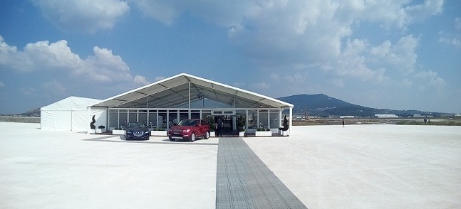 Jaguar Land Rover začal