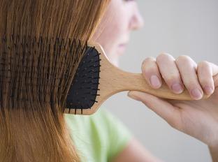 Vlasy si češeme niekoľkokrát