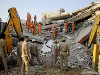 Betónové peklo v Indii: Pád šesťpodlažnej budovy pochoval troch ľudí, po ostatných pátrajú
