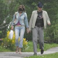 13. 7., piatok, Tatranská Lomnica, 11.48 hod.: Štefan Skrúcaný si užíval víkend s milenkou Dominikou Lukáčovou.