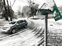 Búrka zanechala až 30 centimetrov snehu