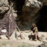 Takto to vyzeralo pred jaskyňou kedysi.