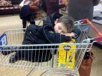 Josh zalomí hocikde, aj v nákupnom vozíku