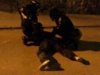 Polícia zadržala najmenej tri osoby