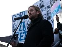 Tom Nicholson počas protestu v Bratislave